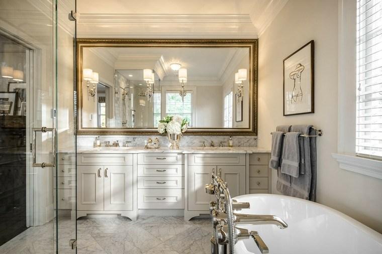 espejo dorado baño estilo lujoso