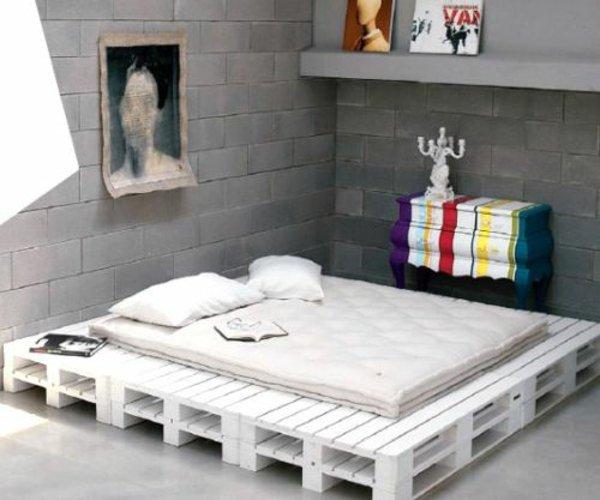 palets uperpuestos bajo cama