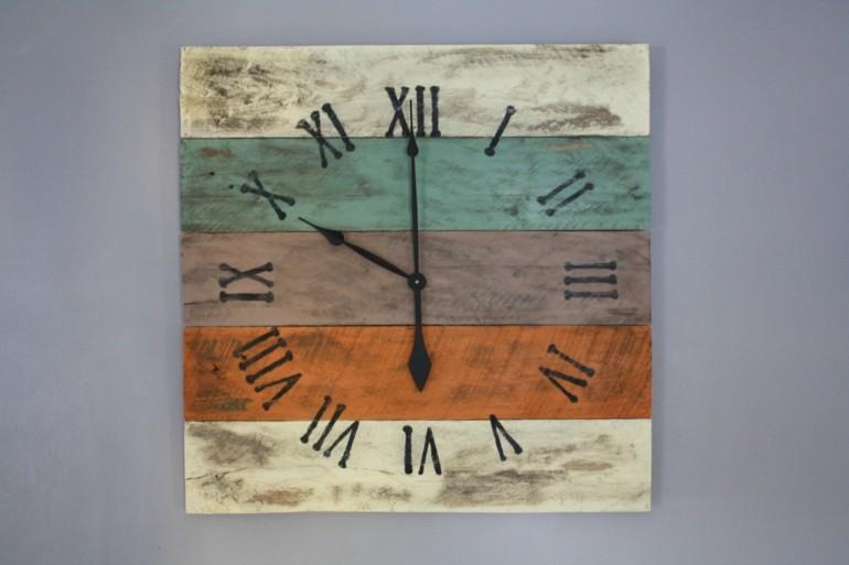 estupendo diseño reloj pallet