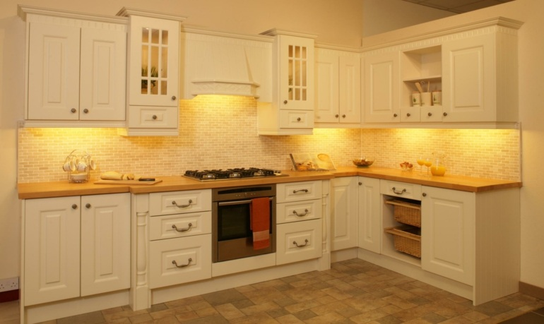 Ver Cocinas Amuebladas. Cocina Pequena Losas Color Llamativo ...