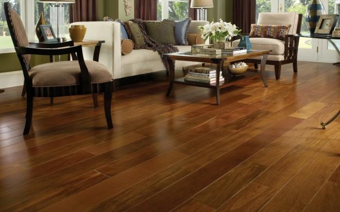 estupendo sillon suelo madera
