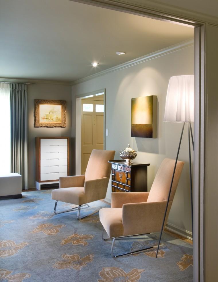 Muebles estilo colonial interiores elegantes con madera for Muebles exterior diseno moderno