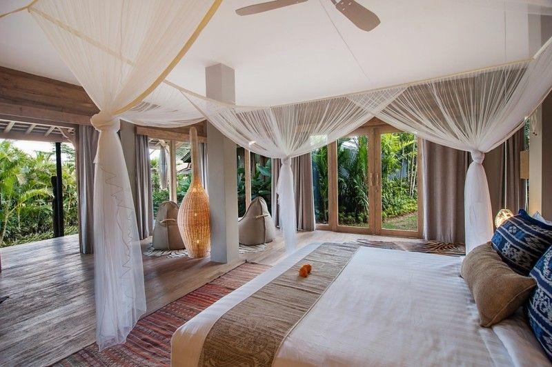 habitacion lujosa cama mosquiteras blancas