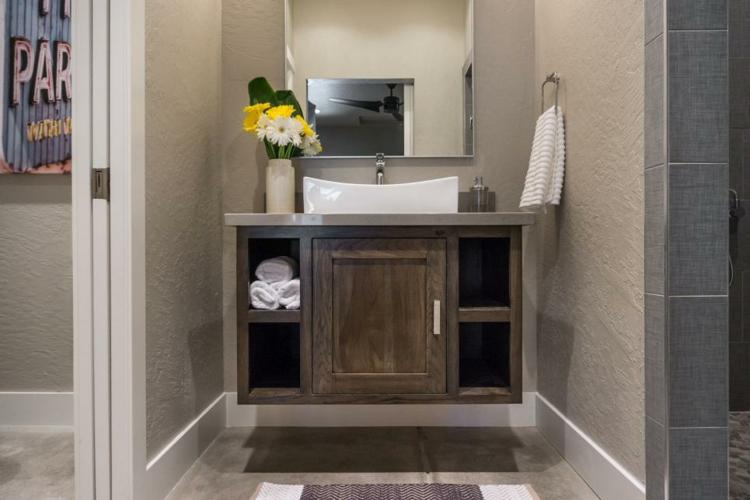 ideas de como decorar un baño pequeño ducha muebles rustico