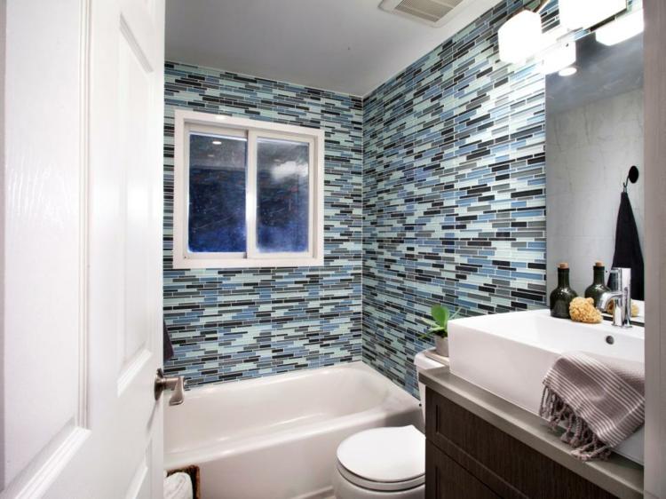 ideas de como decorar un baño pequeño toallas azules