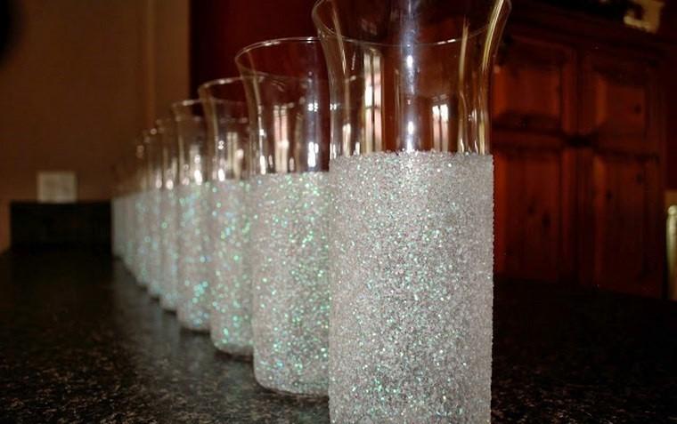 Botellas de cristal y tarros convertidos en jarrones 25 - Jarrones de cristal decorados ...
