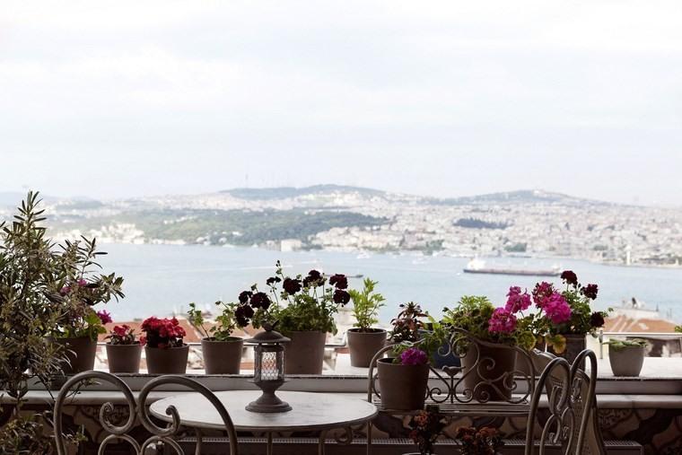 macetas decorando terraza pequena ideas