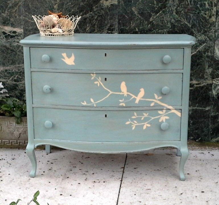mueble color celeste ramita blanca