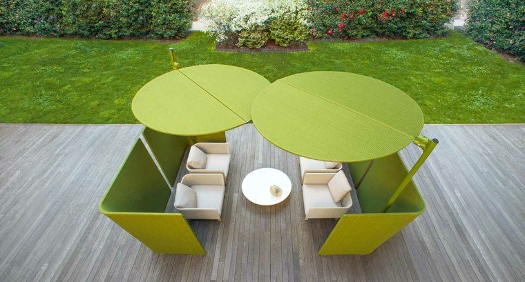 muebles blancos escondidos sombrillas verdes ideas