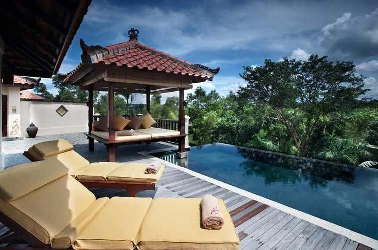 original pergola piscina oriental