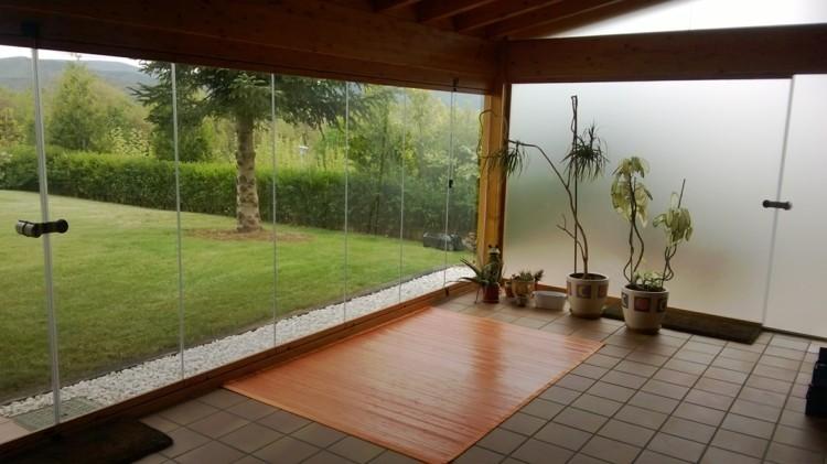 Cerrar terrazas ideas para acristalar balcones a la moda - Decorar un porche cerrado ...