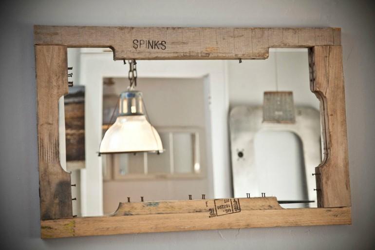 Ideas creativas con pallets cincuenta nuevos dise os for Disenos de marcos de madera para espejos