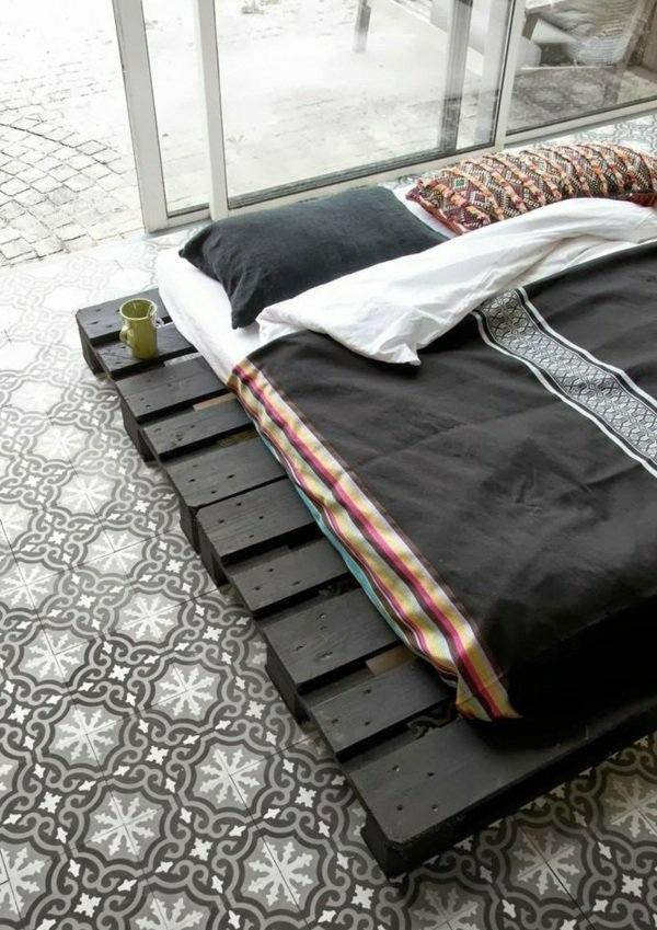 cama moderna negra palet