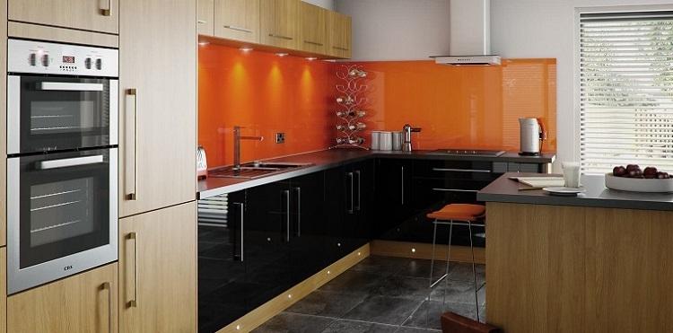 pared-naranja-cocina-moderna-original