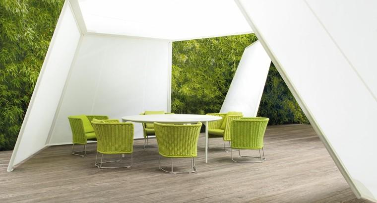 sillas rattan amarillo jardin pergola blanca ideas