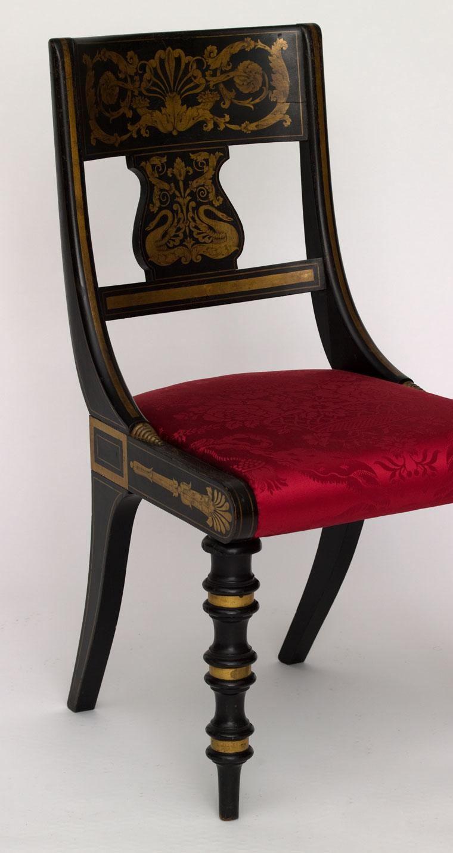 Muebles estilo colonial interiores elegantes con madera for Sillas de estilo