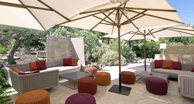sofa ratan rodeada taburetes bonitos ideas