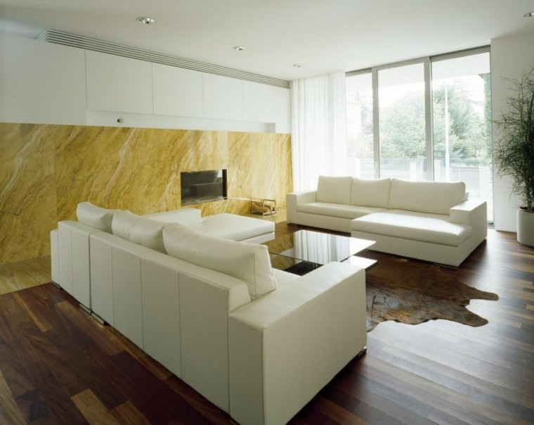 sofas blancas salon pared marmol amarillo ideas