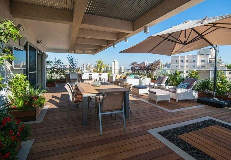 terraza lujosa muchos asientos madera