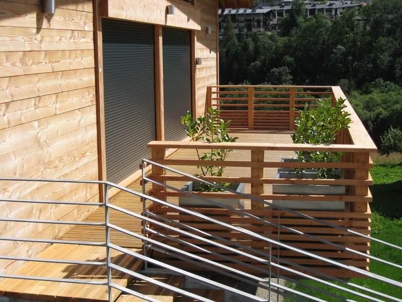 balcón de madera plantaas