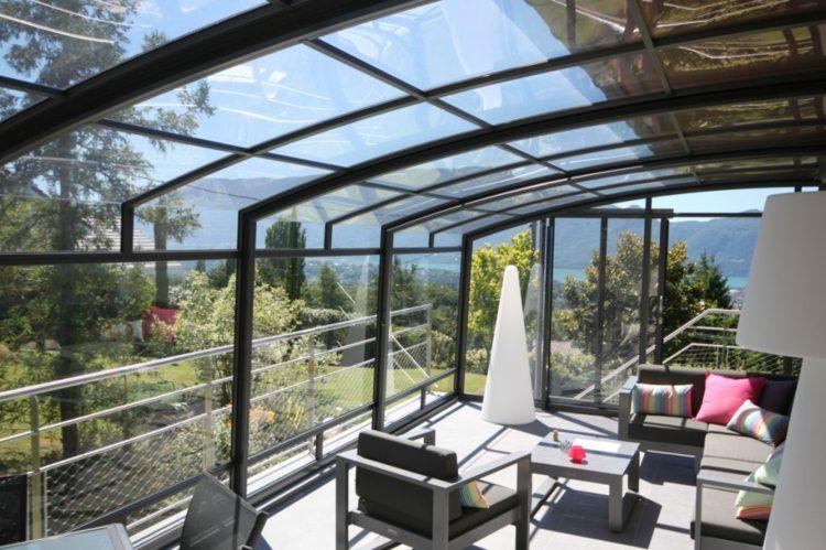amplio desarrolllo muebles salones soleado cojines