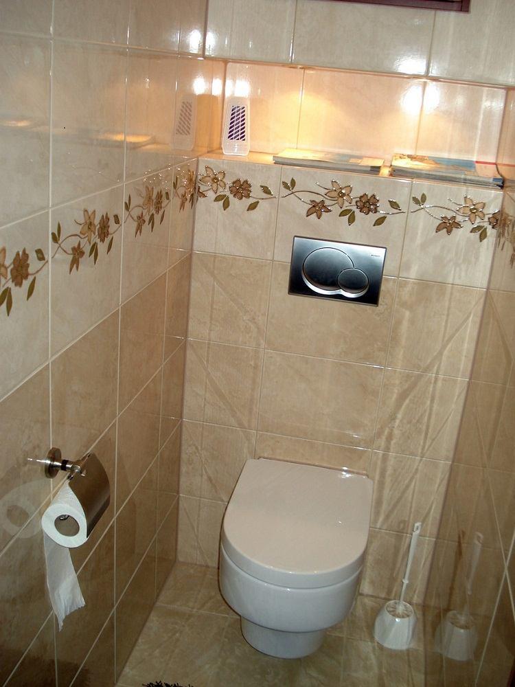 Sanitarios peque os y aseos dise os pr cticos y funcionales Azulejos para cuartos de bano modernos