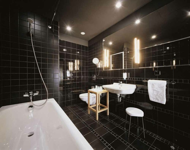 Cuartos de ba o de estilo minimalista 50 dise os oscuros - Bano de color negro ...