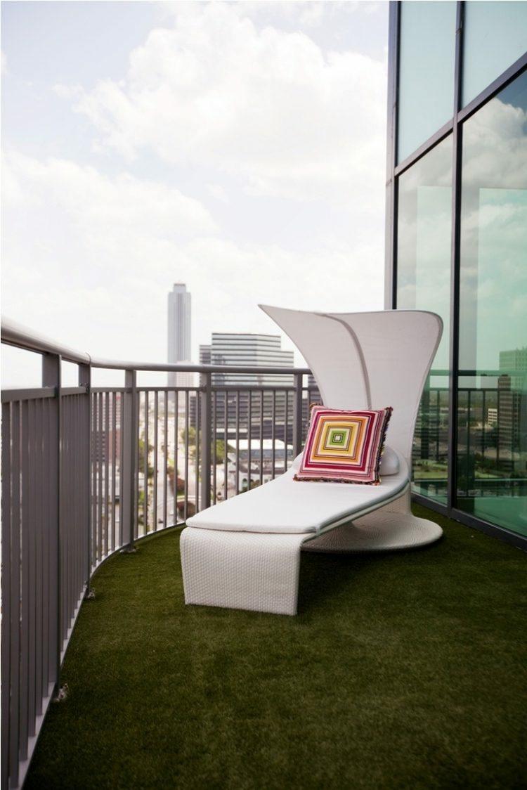balcon moderno suelo artificial