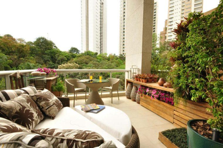 balcon dos espacios descanso flores ideas
