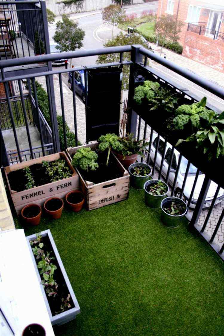 Cesped artificial para balcones y terrazas 25 ideas for Alfombra cesped artificial
