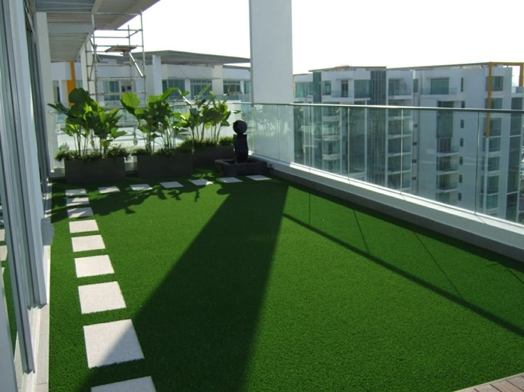 Cesped artificial para balcones y terrazas 25 ideas - Poner cesped artificial en terraza ...