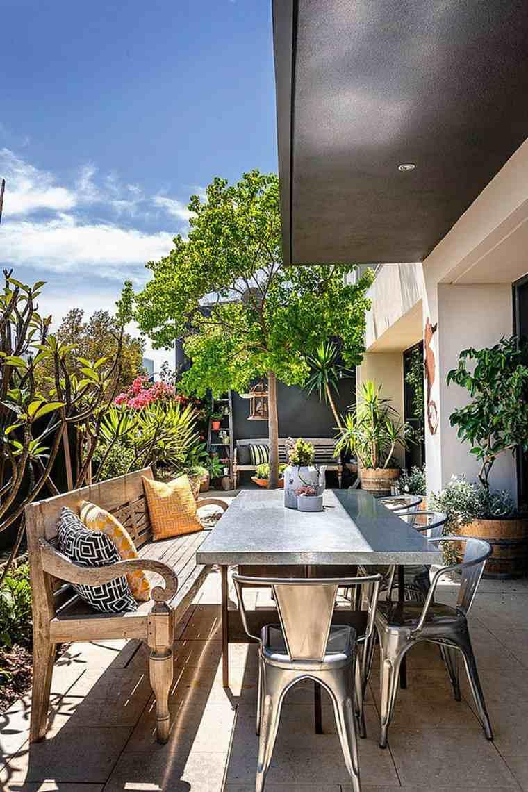 Decorar terrazas pequeñas con muebles y plantas