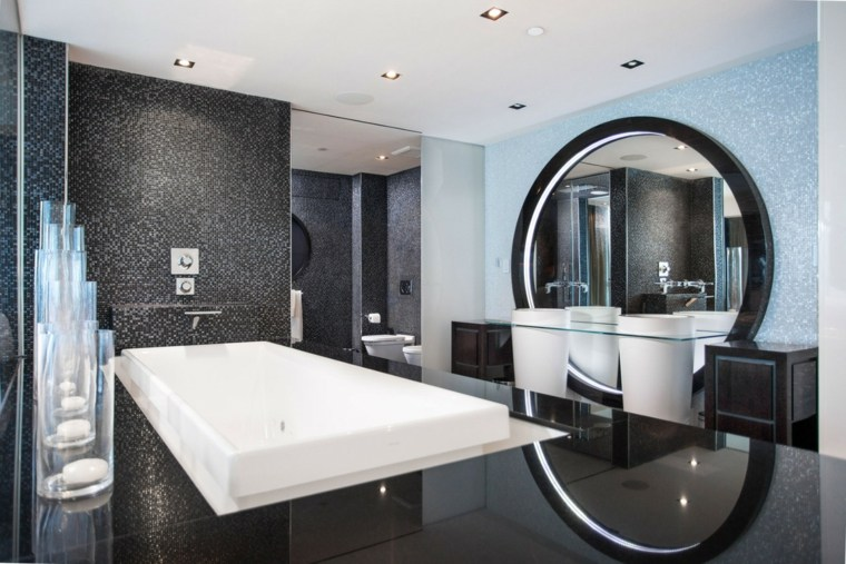 Imagenes de ba os grandes modernos for Espejo redondo grande