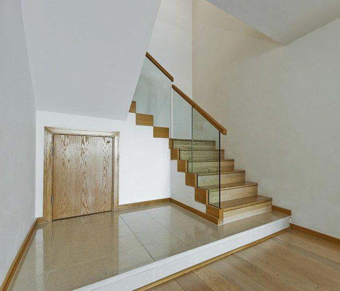 Barandillas vidrio y otros materiales 50 escaleras de for Barandillas de madera para jardin