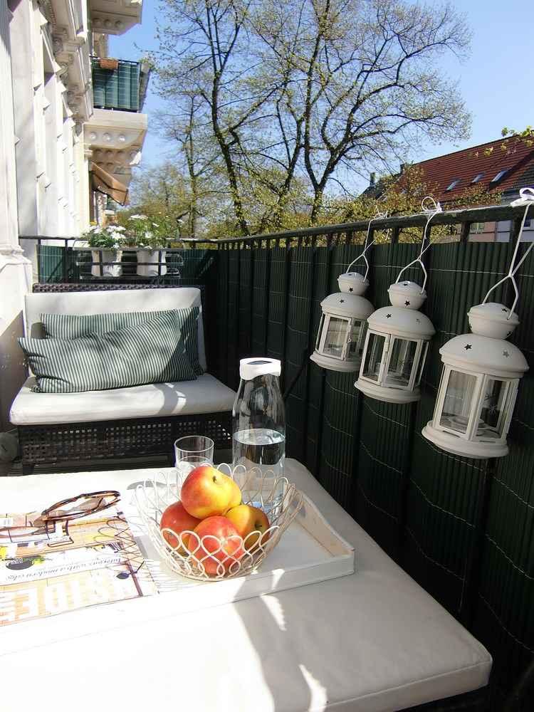 Belleza pura para el balc n en 50 ideas de muebles - Decorar balcon pequeno ...