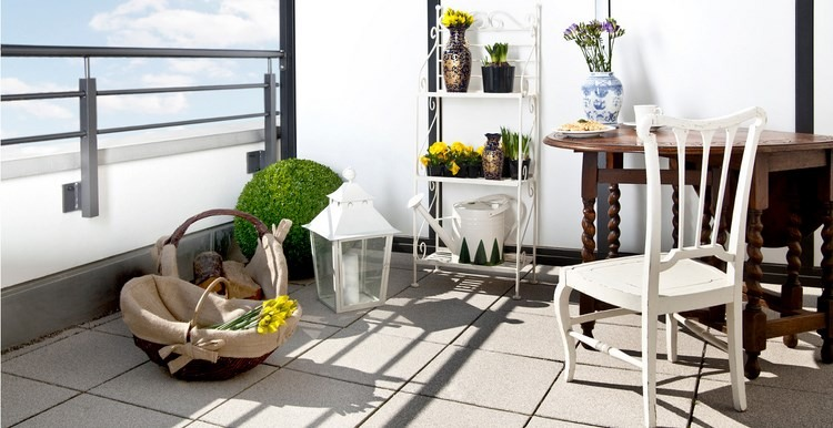 belleza balcon pequeno estanterias blanca ideas