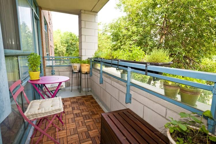 belleza balcon pequeno mesa sillas color rosa ideas