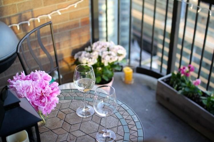 belleza balcon pequeno mesita redonda pequena ideas