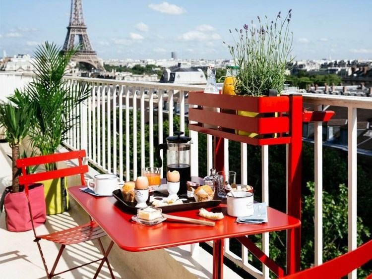 belleza balcon pequeno muebles rojos plegables ideas