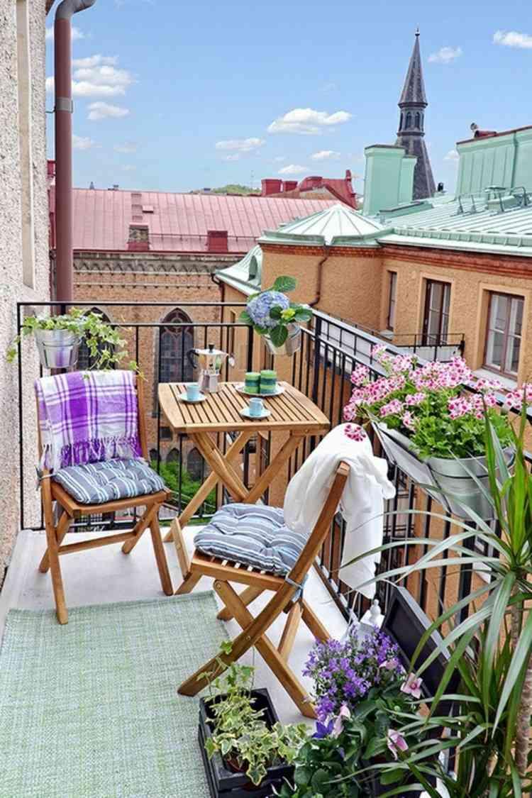 belleza balcon pequeno sillas mesa plegables madera ideas