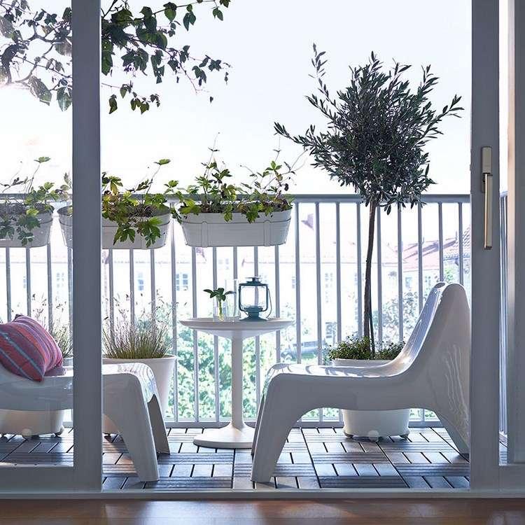 belleza balcon pequeno sillones blancos ideas