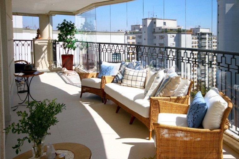 bonita terraza lujosa muebles