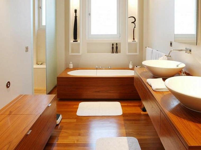 bonito diseño baño madera rojiza