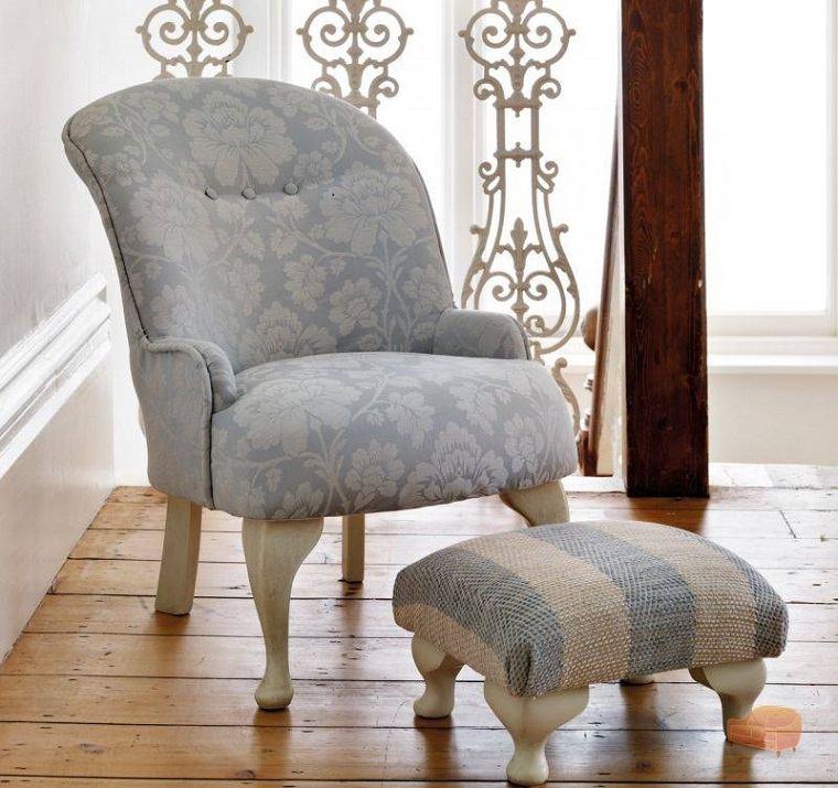 bonito sillón celeste claro