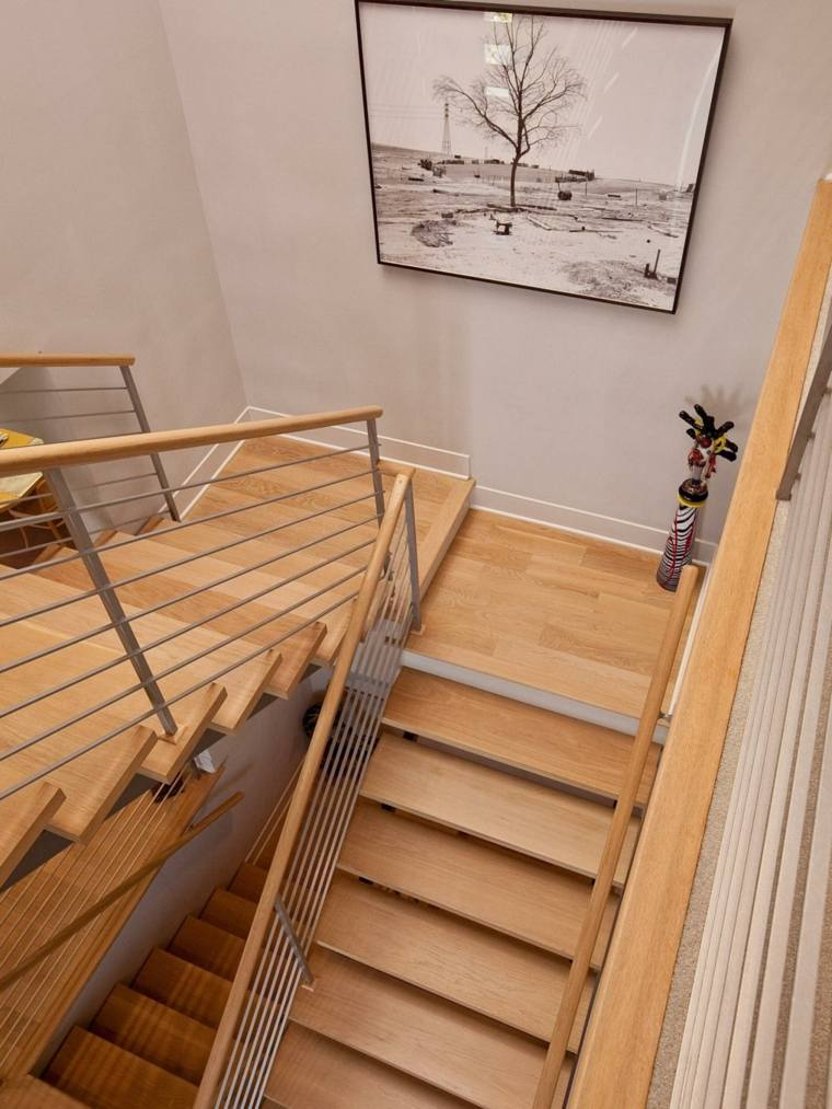 Escaleras de interior modernas 50 dise os que marcan - Escaleras forradas de madera ...