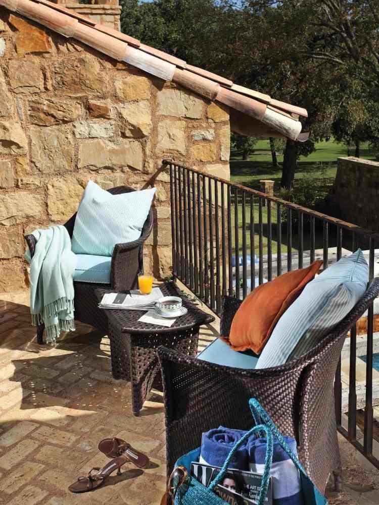 bonitos muebles terraza mimbre marrón