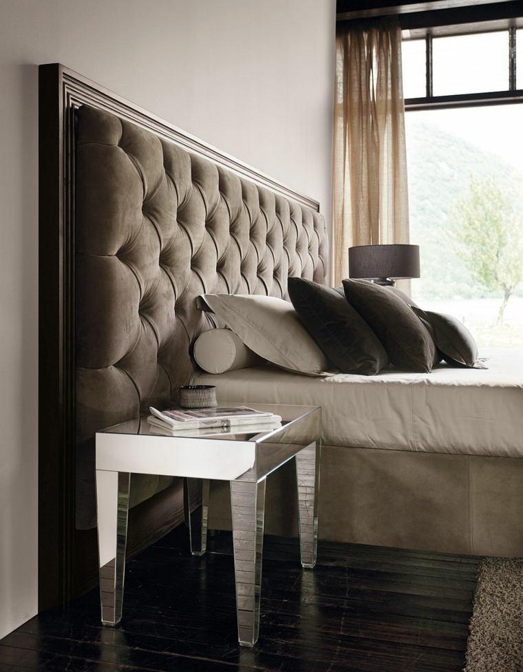 cabecero original dormitorio cama mesita espejo ideas