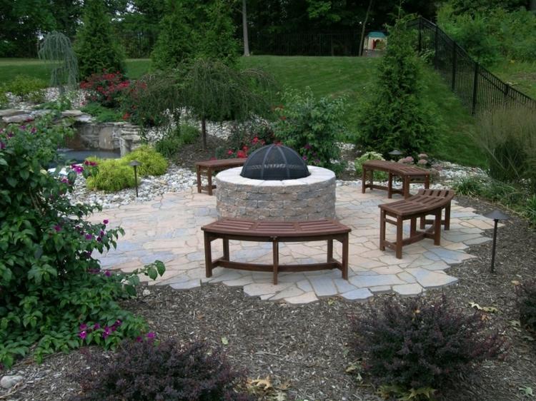 central patio juegos diseños verdes azules rocas