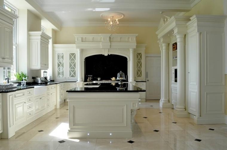 cocina blanca lujkosa columnas yeso