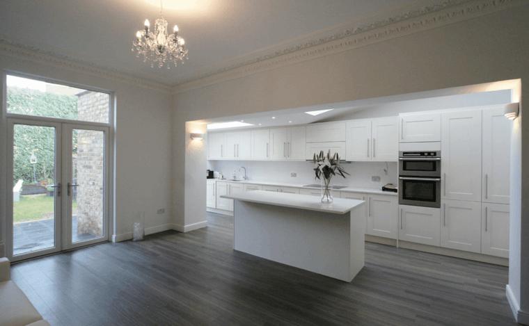 Cocinas blancas y grises los 50 dise os m s actuales for Cocinas con suelo gris oscuro